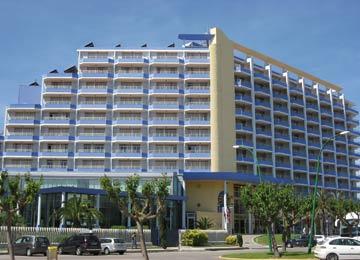 Xon 39 s playa formule hoteliere location vacances rosas for Location garage rosas espagne