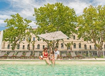 Village club du soleil location vacances marseille for Soleil piscine montauroux